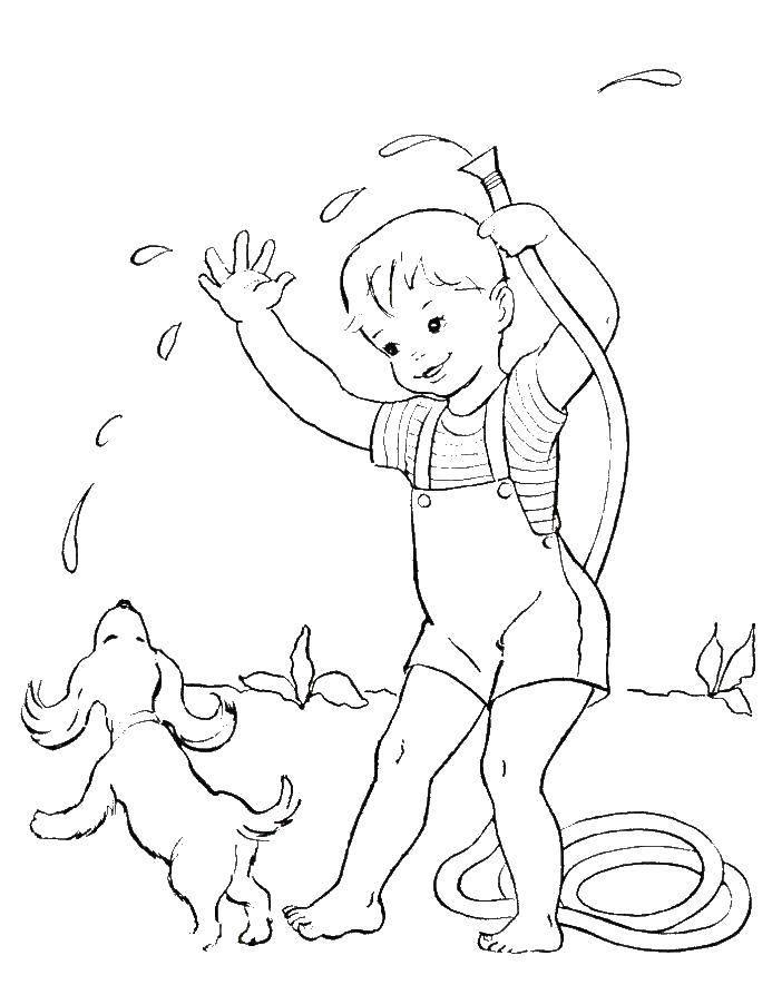 Мальчик поливает щенка из шланга