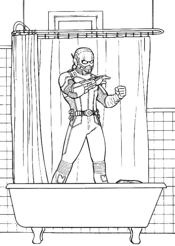 Человек муравей в ванной