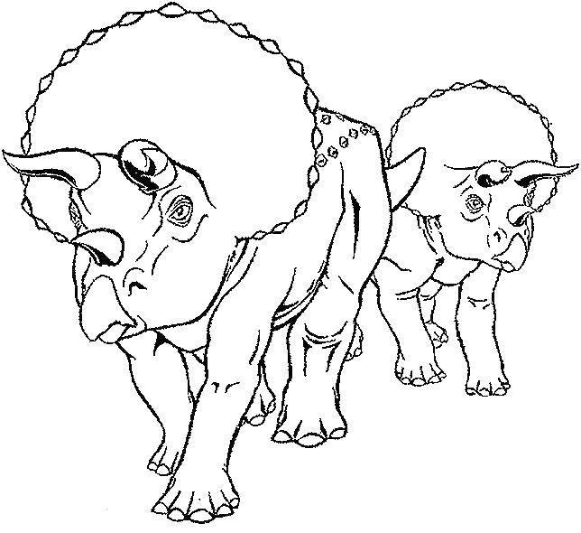 На голове трицератопса три рога